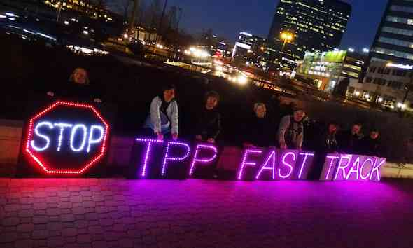 Will Liberals and Conservatives Unite to Defeat Fast Track and the TPP?