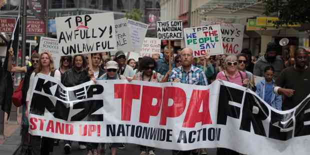 TPP: Hundreds gather outside Governor-General's residence