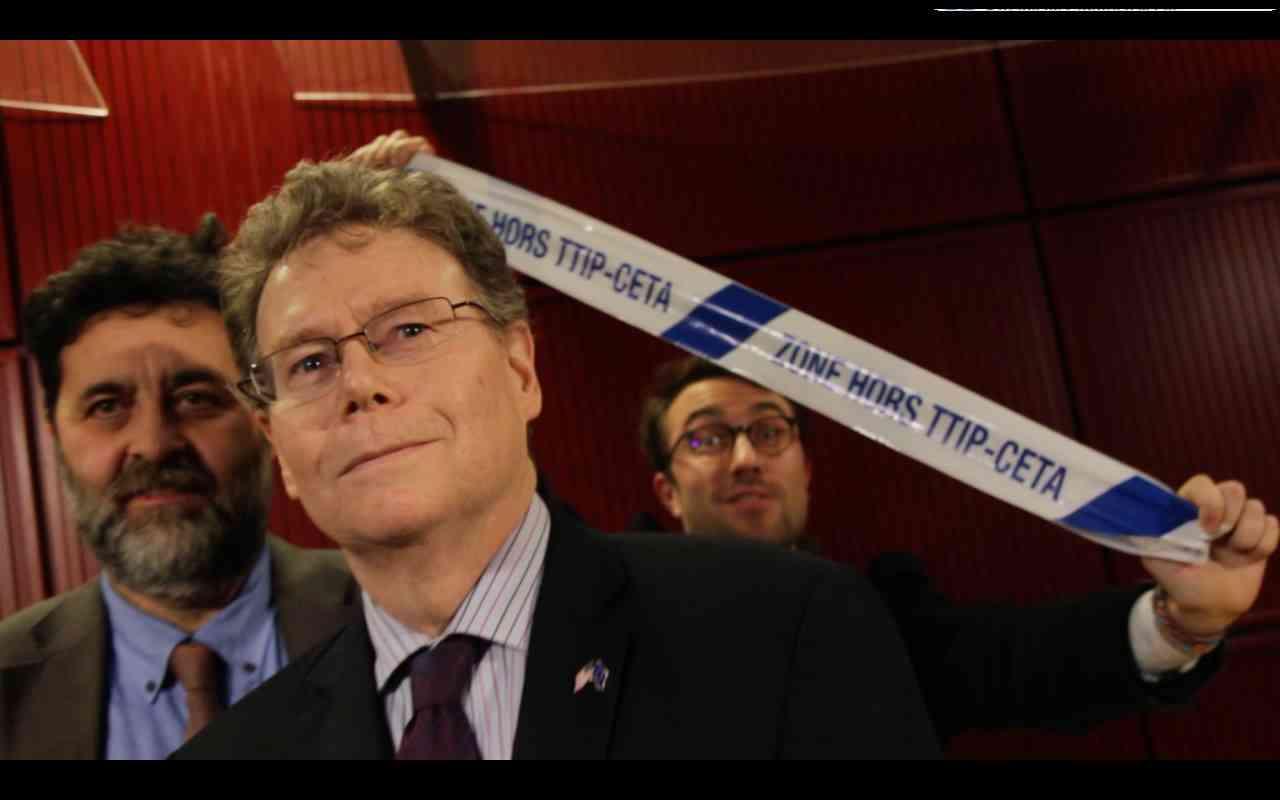 Flash Mob Overcomes TTIP Negotiators