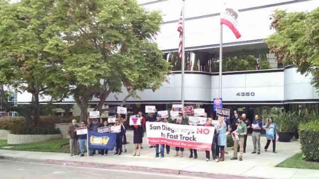 Labor Brings Trade Fight to Democratic Campaigns
