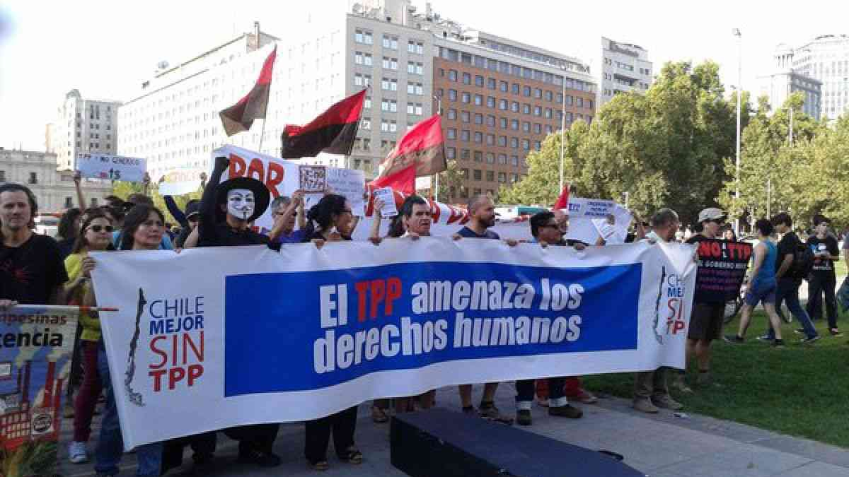 Chile: March Against the TPP in front of The Moneda