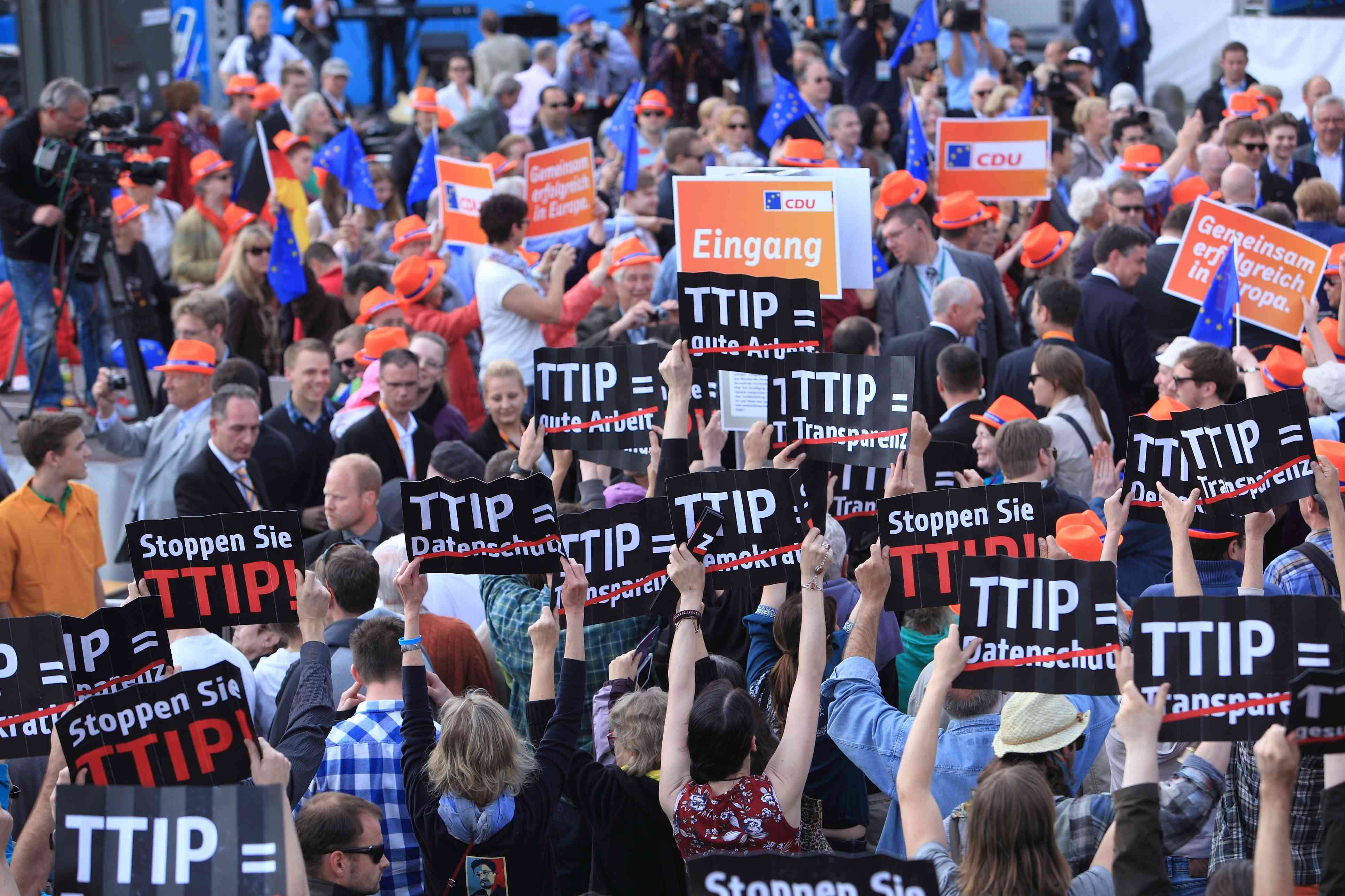 U.S.-EU trade talks threaten climate, spark German protest