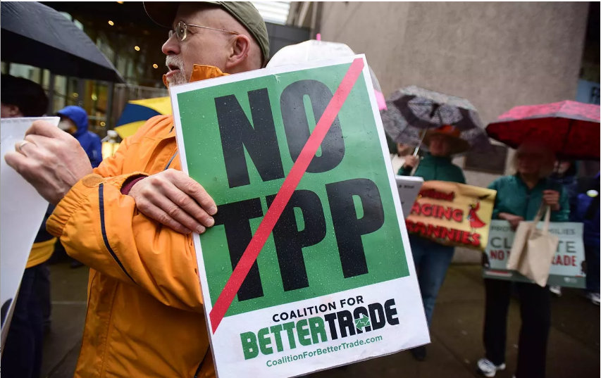 The Democratic Party's Draft Platform Doesn't Oppose the TPP—That's Bad Policy and Bad Politics