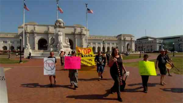 TPP Resisters Put Congress on Notice: No TPP!